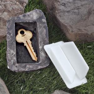 La cachette pour clé en forme de pierre