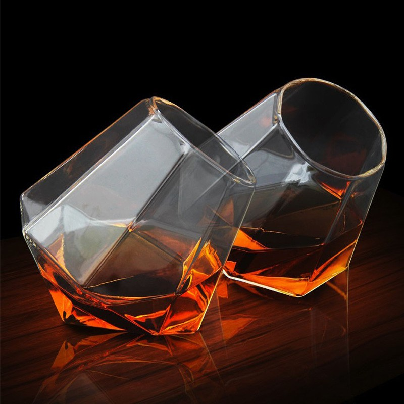 coffret de 2 verres whisky diamant commentseruiner. Black Bedroom Furniture Sets. Home Design Ideas