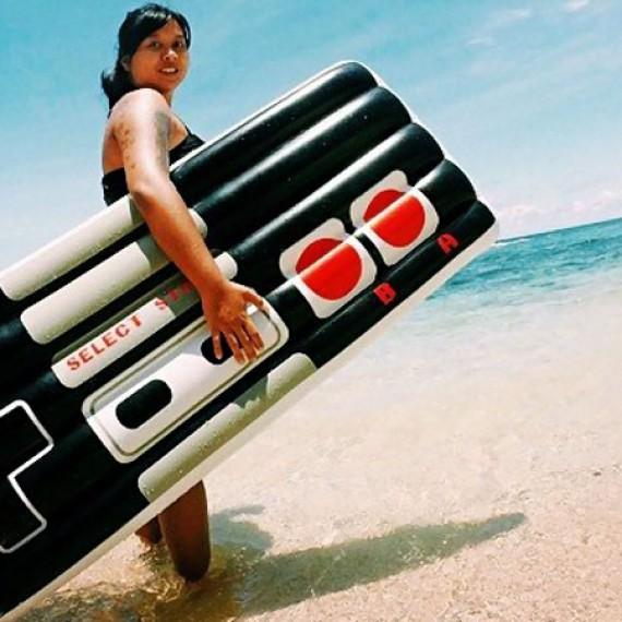 Bouée gonflable manette NES Nintendo