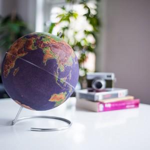 Globe en liège coloré