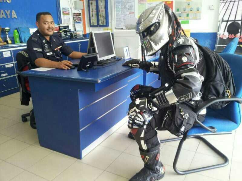 Casque De Moto Predator casque predator, le casque de moto original | commentseruiner