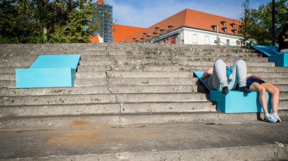 S'allonger confortablement dans un escalier grâce à ces transats révolutionnaires